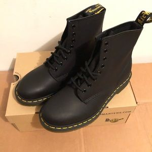 Dr Martens 1460 Black Greasy Women's SZ8